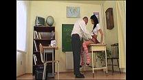 Студентка в короткой юбке трахает учителя на экзамене